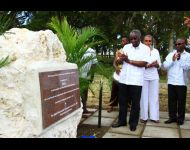 Prime Minister of Barbados unveiling Yarico's monument